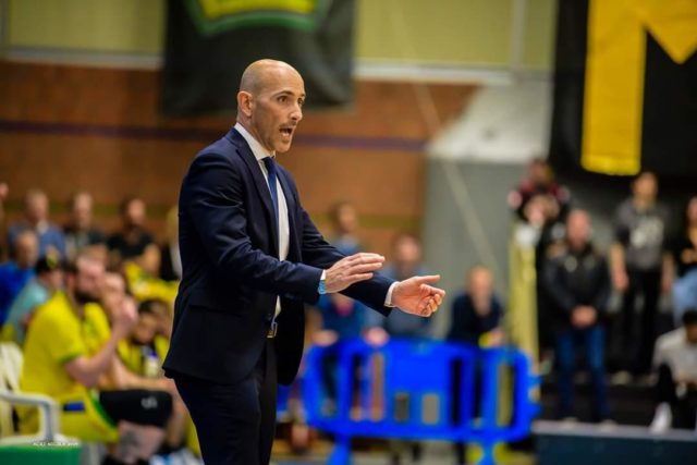 https://www.basketlugano.com/wp-content/uploads/2019/07/annuncio-coach-640x427.jpg